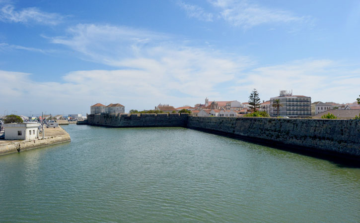 O que deves ver em Peniche? Marginal centro até ao cais Praia - GoPeniche Guia Turístico
